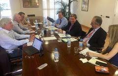 Momento del encuentro entre representantes de APROMAR y los eurodiputados españoles en Madrid