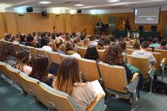 Asistentes a la exposición de Manuel Freire Garabal, catedrático de Farmacología de la Universidad de Santiago de Compostela (USC)
