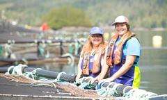 Personal de Marine Harvest Canada acuicultura