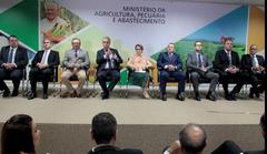 La ministra brasileña Tereza Cristina Corrêa da Costa Dias, en la toma de posesión de los secretarios del Ministerio_ acuicultura