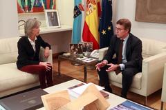 El presidente de Galicia, Núñez Feijóo y Alicia Estévez Toranzo en un encuentro mantenido este jueves, 29 de noviembre. Foto: Xunta de Galicia