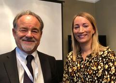 Katherine Stack  junto al presidente de FEAP, Marco Gilmozzi. Foto: APROMAR