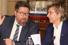 Los consejeros Sánchez Haro y Rosa Quintana, en la reunión.
