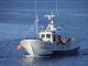 Barco de bajura navegando